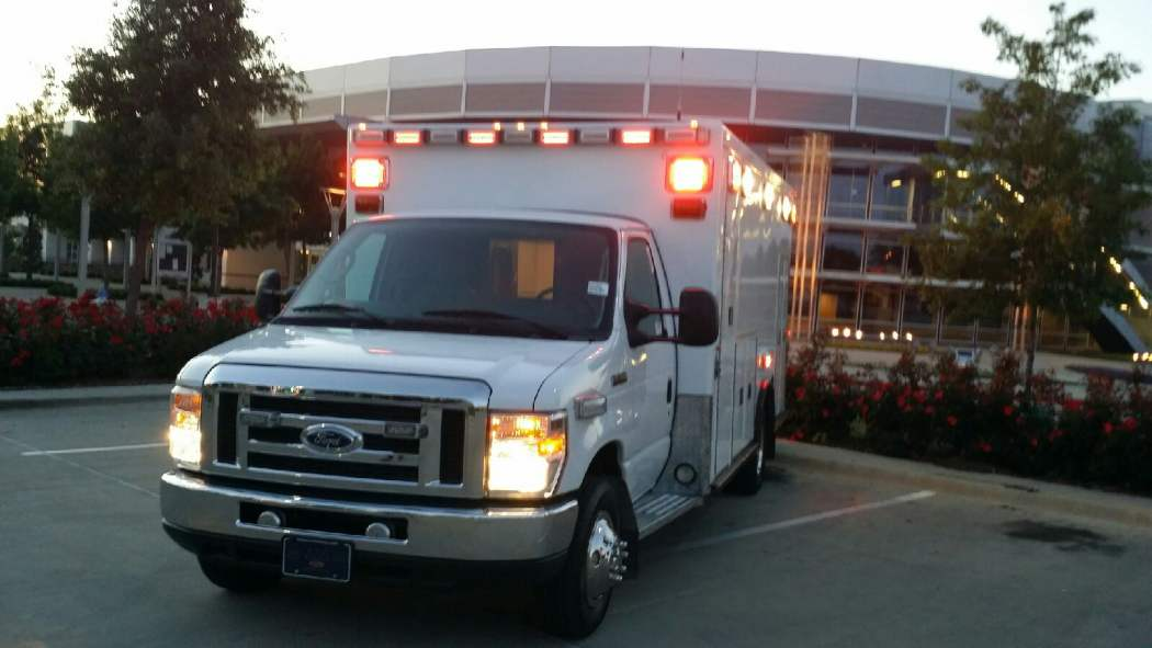 Z 1487 2016 E450 Ambulance For Sale 00a