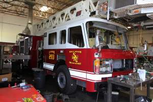 b-1570-salt-river-fire-department-american-lafrance-aerial-refurb-002