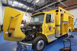 y-1878-clark-county-fire-department-2002-road-rescue-ambulance-remount-001