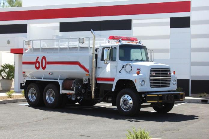 0-1978-Ford-L-8000-Tanker-01